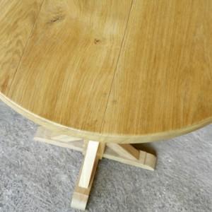 table haute ronde en bois massif , finitions et détails, ébéniste France
