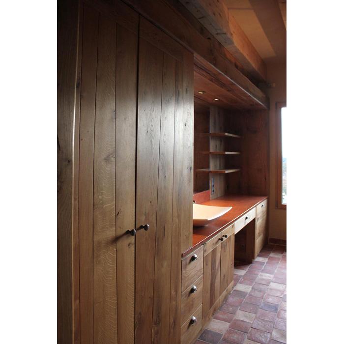 Agencement de salle de bain en bois massif par ébéniste - placards - tiroirs - sur mesure