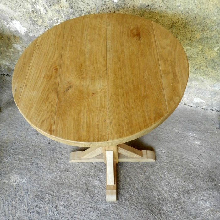 table ronde en bois en ch ne massif huil et autres. Black Bedroom Furniture Sets. Home Design Ideas