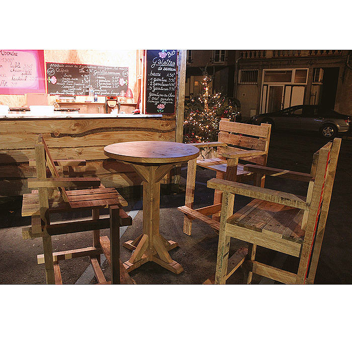 salon exterieur bois et chalet de noel de marché