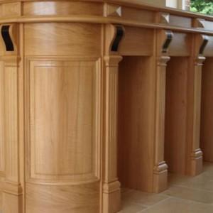 agencement de bar de cuisine bois, incrustation d'ébène finition huilée, dessus en étain