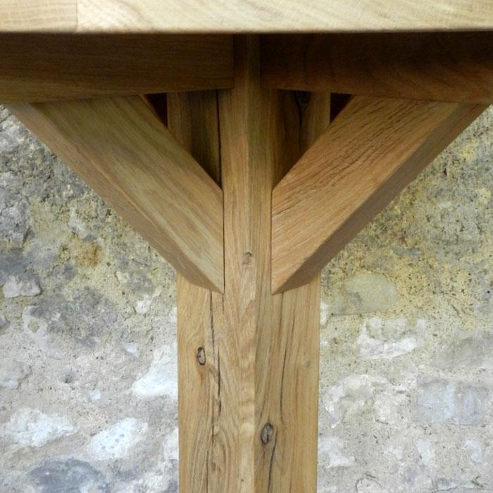 table bistrot en bois massif , finitions et détails, ébéniste France