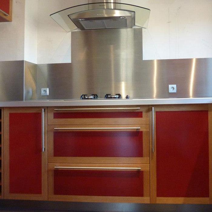cuisine Valchromat rouge et bois massif