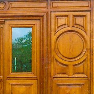 grandes portes en bois massif par ébéniste