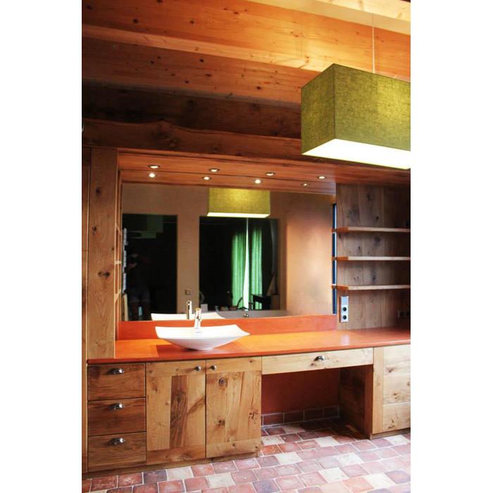 Agencement de salle de bain en bois massif par ébéniste